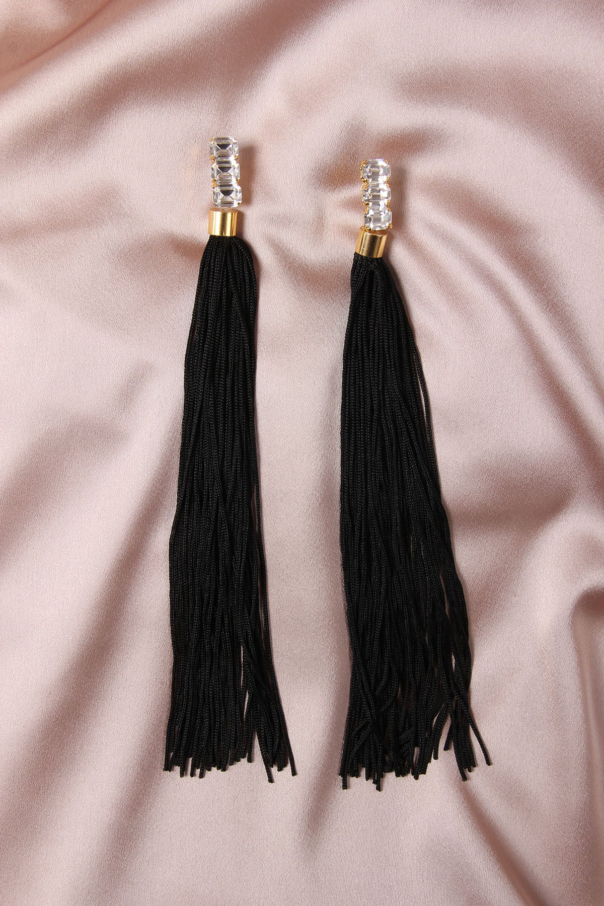THE WEEPING SOIL BLACK EARRINGS