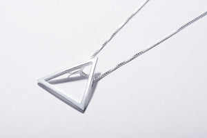 Collar triángulo de plata - TRIANGLE NECKLACE