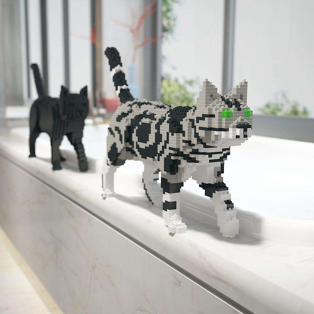 American Shorthair Cat Sculpture, Walking (41.3 x 28.8 cm / 16.3