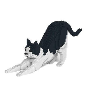 "Black & White Cat Sculpture, Stretching (20.8 x 49.9 cm / 8.2"" x 19.6"") by JEKCA on Katt."