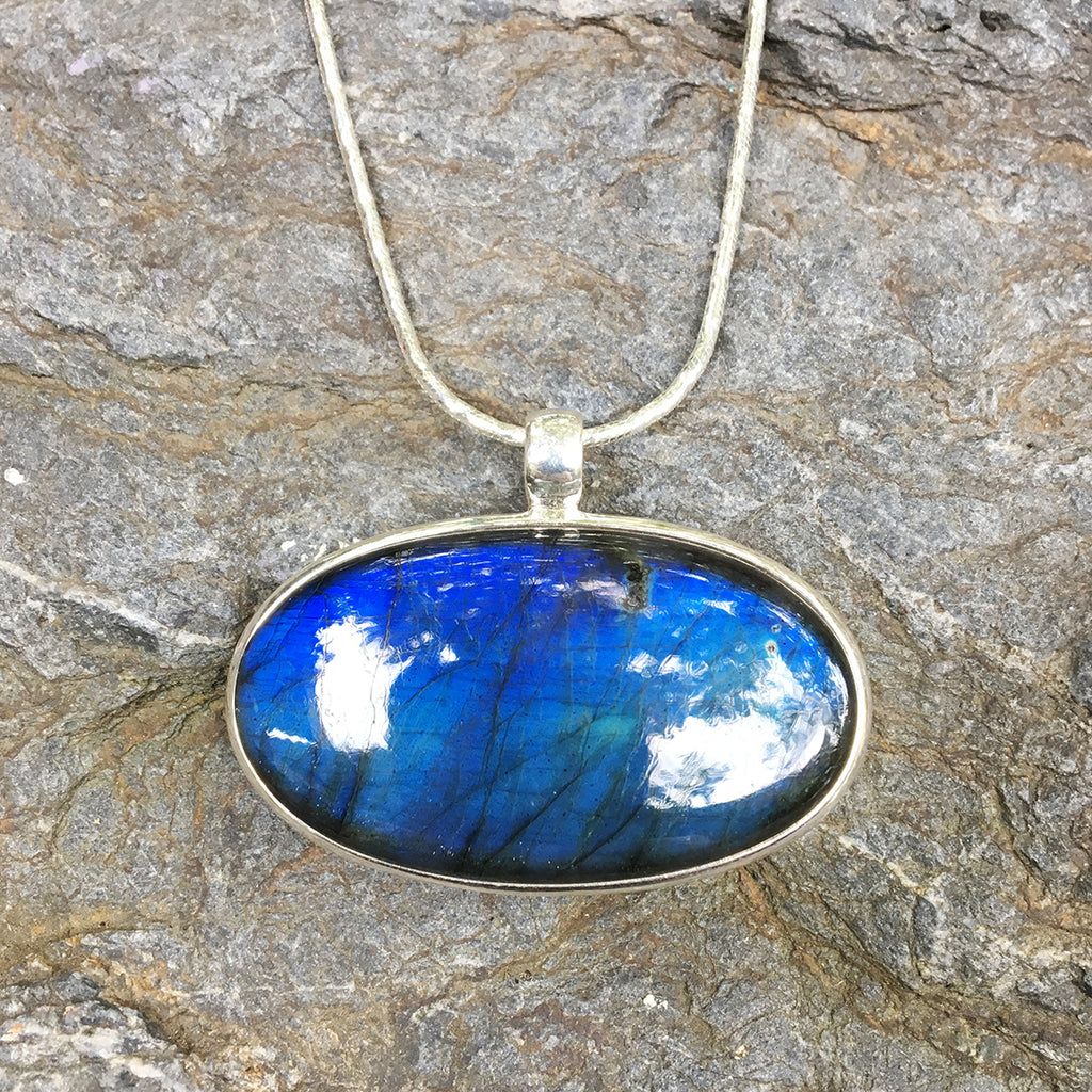 Labradorite, AAA Quality, Oval Side Set Pendant Necklace