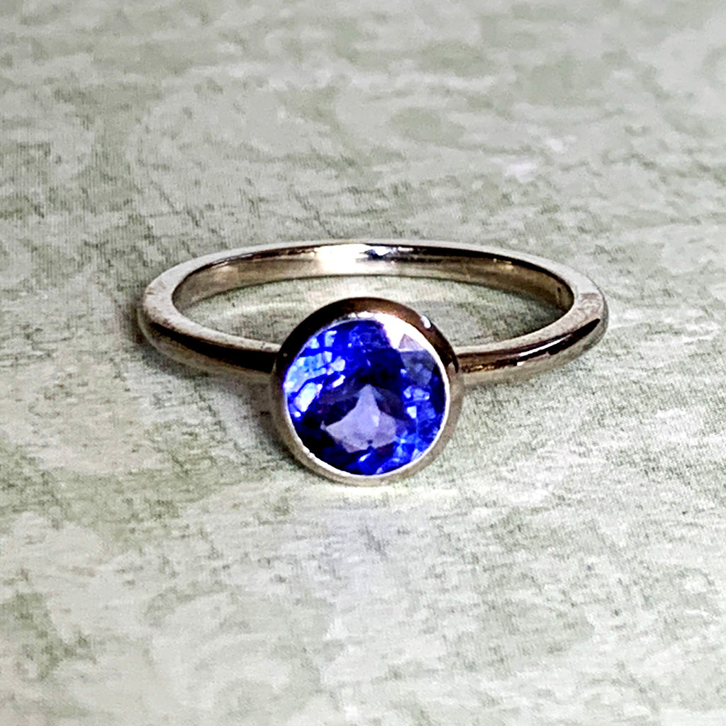 Round Tanzanite Ring set in 9ct White Gold