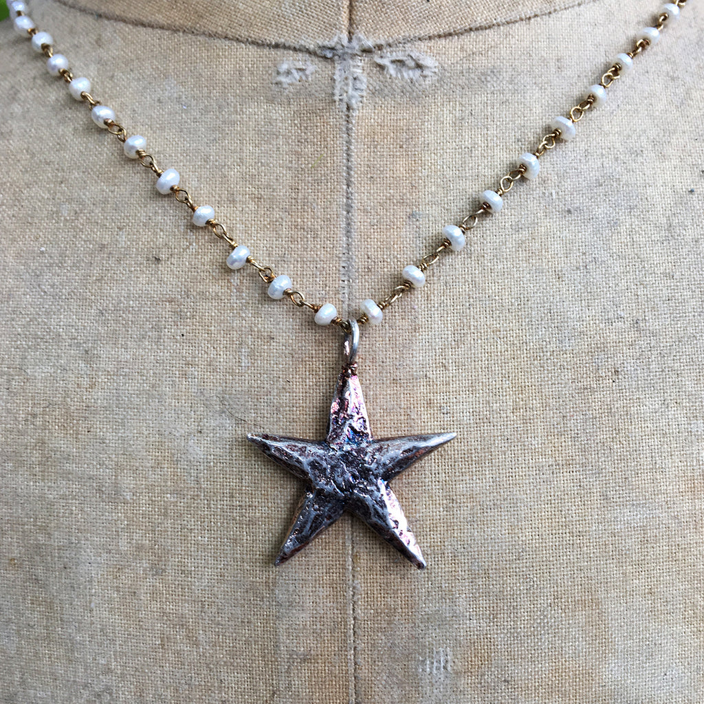Medium Star on Dotted Pearl Chain Necklace