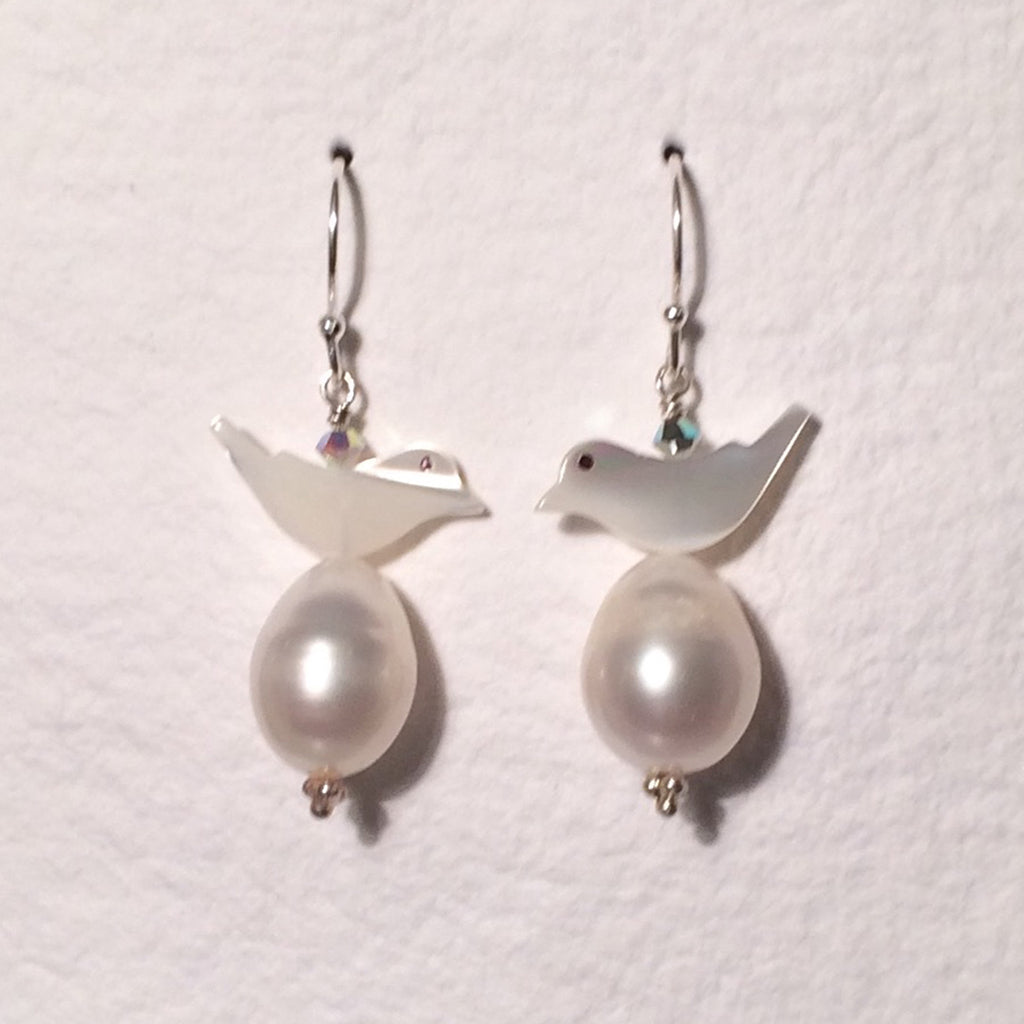 White Bird Pearl Short Earrings