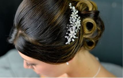 3016 - Freshwater Pearls & Diamante Hair Accessory.