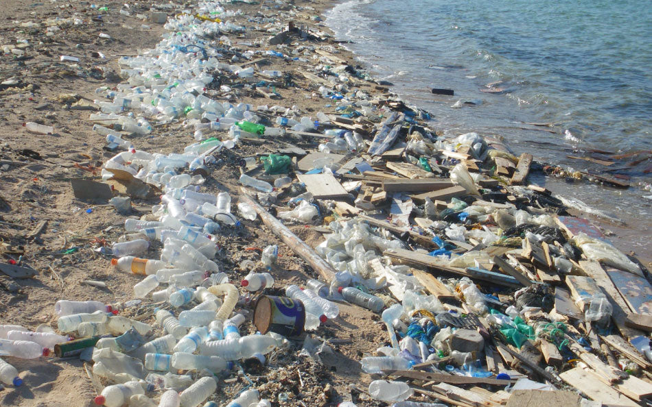https://angelwater.com/wp-content/uploads/2015/09/PLASTIC-PARADISE-THE-GREAT-PACIFIC-GARBAGE-PATCH.jpg