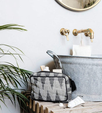 Meraki BATHROOM | CL Geometric Makeup Bag Grey