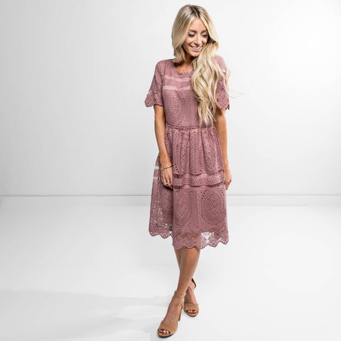 Essie lace Dress in Mauve