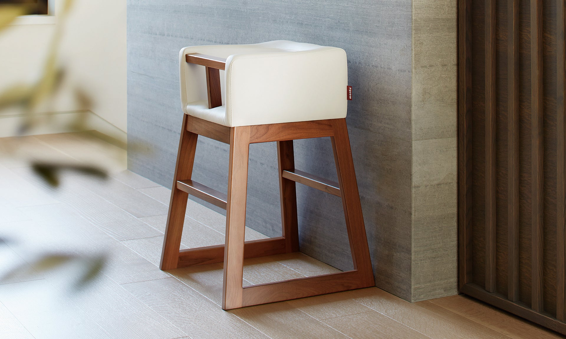 Tavo High Chair - Restaurant Style Modern High Chair