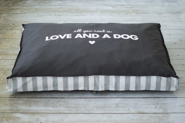 Cama All You need Is Love Gris