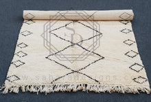 Traditional white and black beni ouarain rug with squares