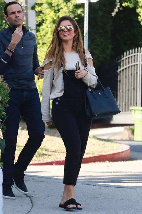 Maria Menounos Looks Casual Chic in Andre Assous
