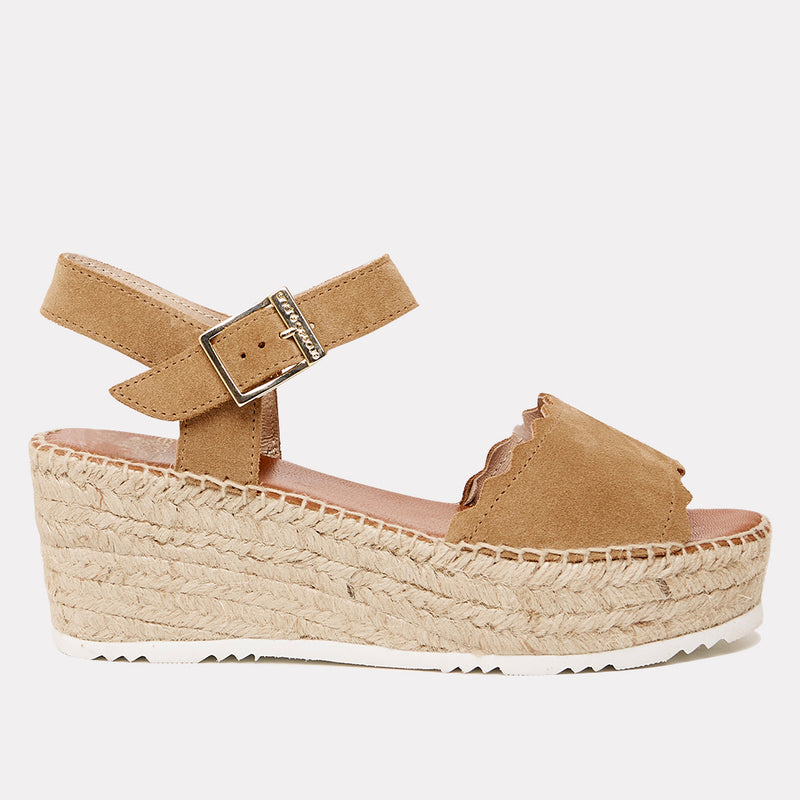 Cacia Suede Scalloped Platform Wedge (Light Brandy Suede)