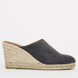 Rosette Distressed Canvas Mule Esapdrille (Navy)