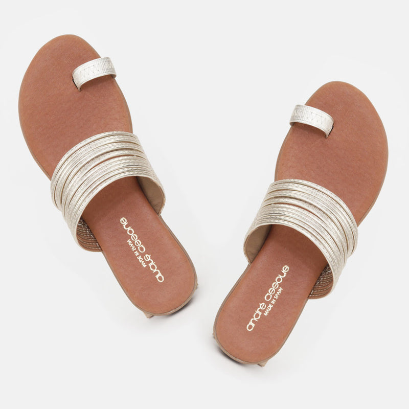 Vira Leather Toe Ring Flat Sandal (Platino)