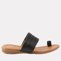 Vira Featherweights ™ Leather Toe Ring Flat Sandal (Black)