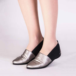 Chic Metallic Leather Flat (Pewter/Metallic)
