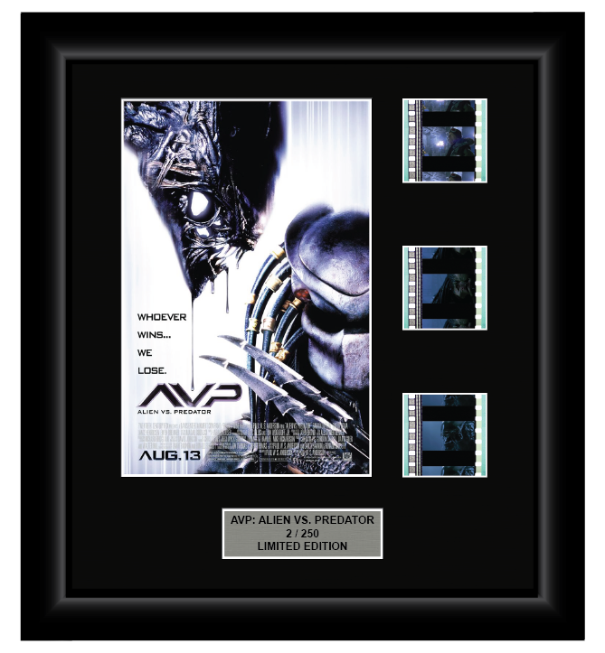 AVP: Alien vs. Predator (2004) - 3 Cell Display