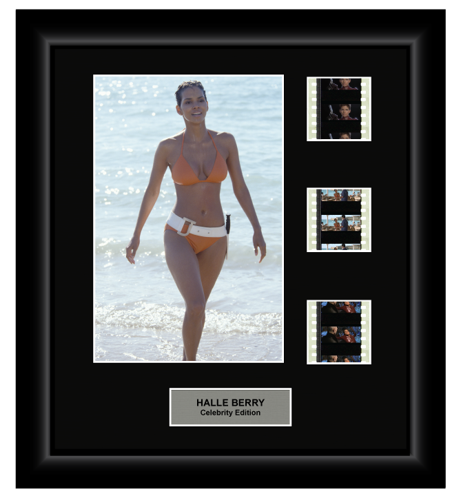 Halle Berry (James Bond) - 3 Cell Display