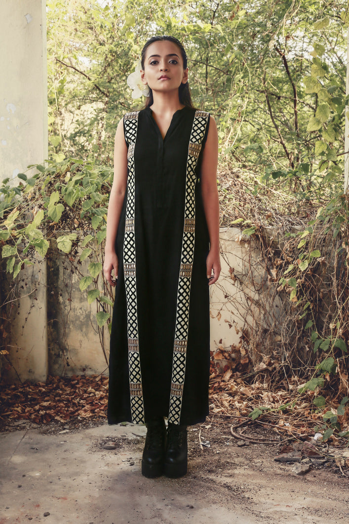 Leandra - Black hand embroidered long tunic with mandarin collar