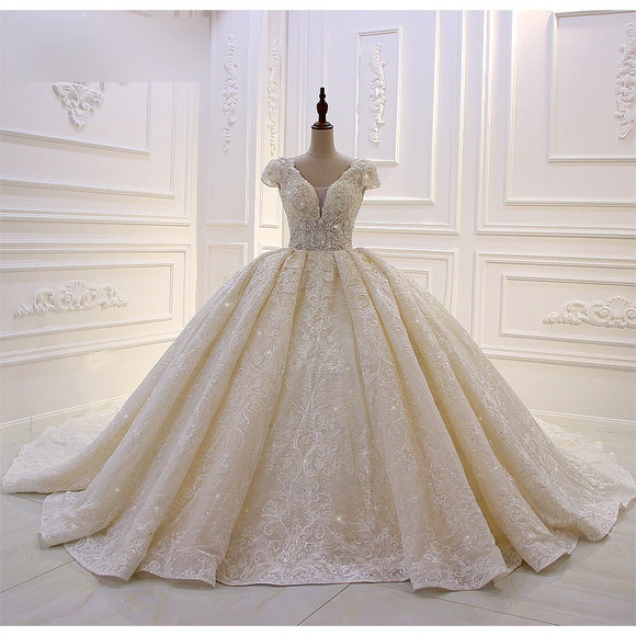 Short-Sleeve Lace Applique Crystal Luxury Bridal Dress
