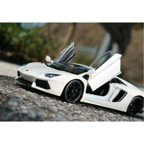 Diecast Lamborghini Aventador LP700-4 Model Sports Car