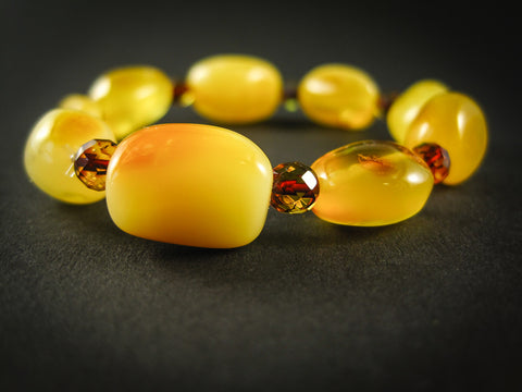 In-Which-Hand-Should-Girls-Wear-Bracelet-Baltic-Amber-bracelet-3