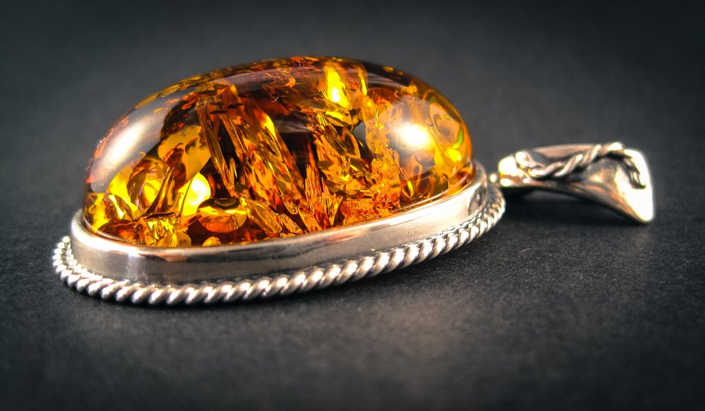 Vitalizing Honey Silver Amber Pendant with Cognac Baltic Amber side view