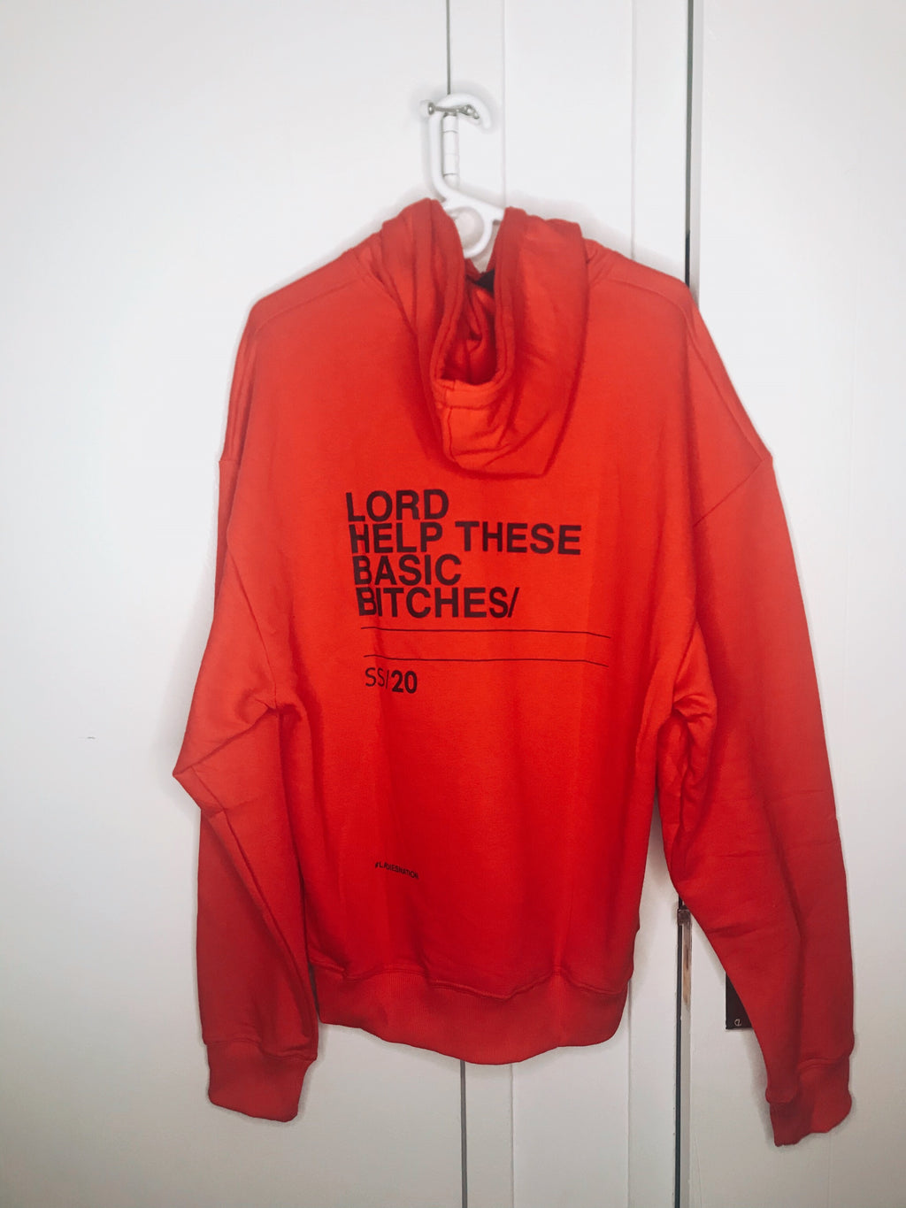 BASIC BITCHES HOODIE - RED