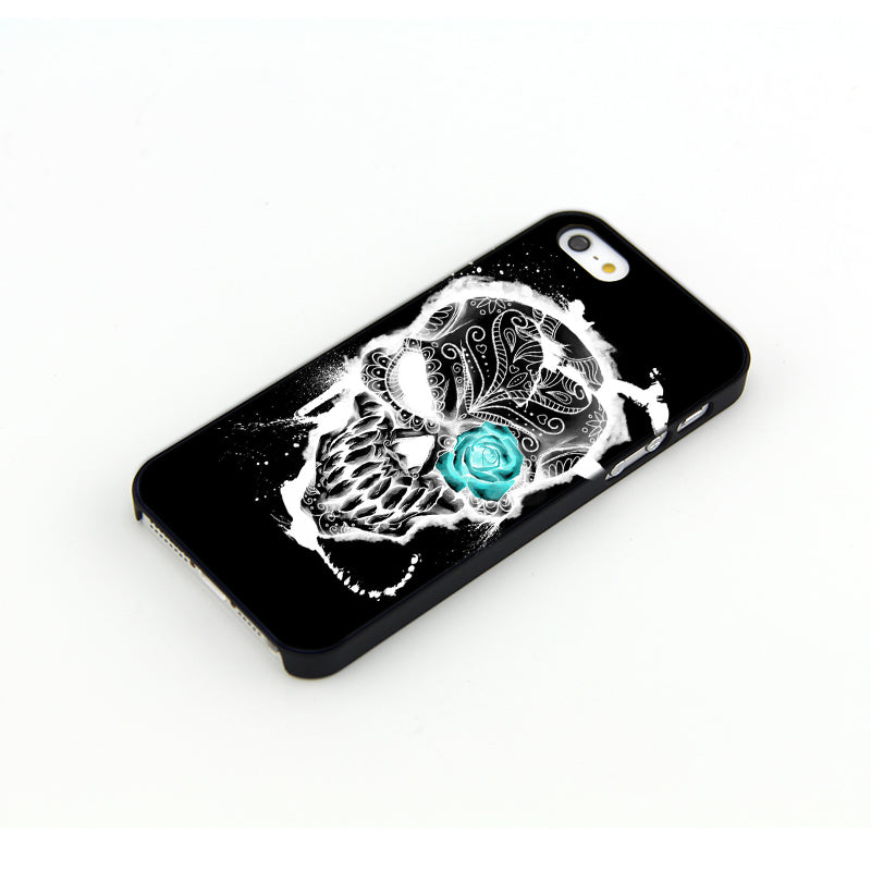 Apple iPhone Glow-in-the-Dark Skull Phone Case