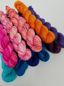 Fringealicious Knitting Kit by Baah Yarn