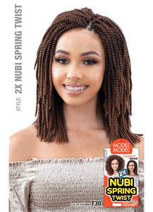 model model GLANCE Nubi Spring Twist