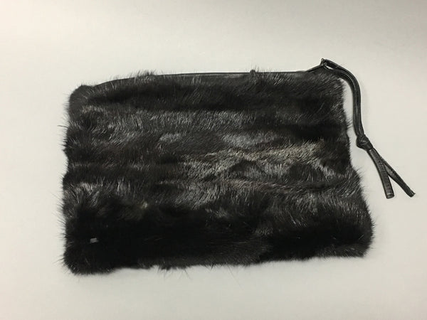 MINK BAG with removable chain, that can be worn as cross-over style or wristlet. Black