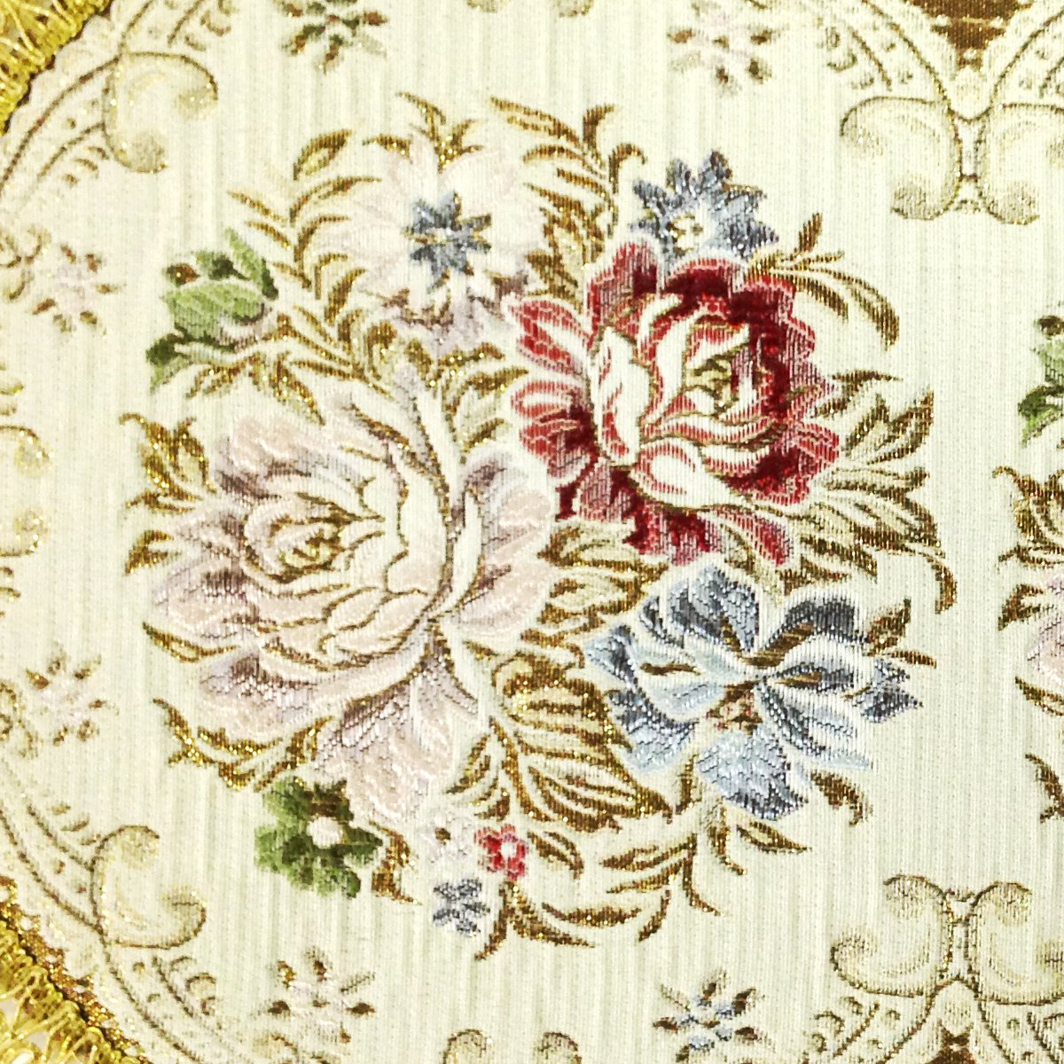 Wrapables 18.5 x 13 Inch Oval Vintage Floral Placemat with Gold Embroidery