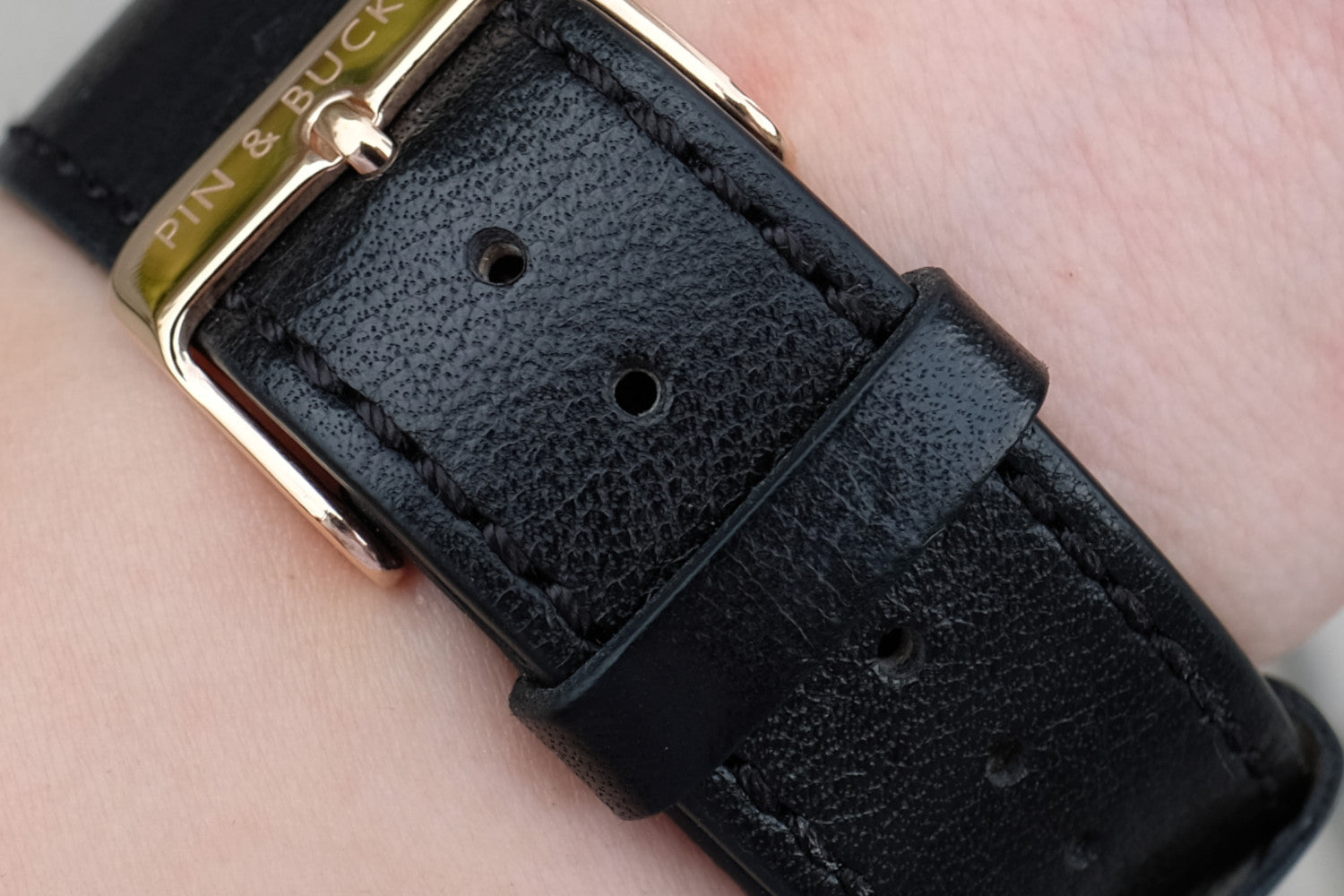 Pin and Buckle Apple Watch Bands - Luxe - Full Grain Vegetable Tanned Leather Apple Watch Band - Nero Black - Full Grain Italian Vegetable Tanned Leather