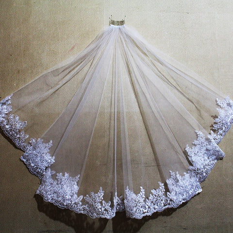 Neo Lace Edge One Layer Short Bridal Veil with Comb