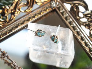 Deception Studs in Apatite