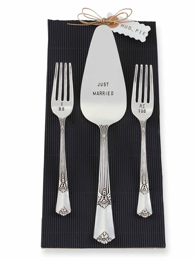 Mr and Mrs Wedding Cake Utensil Keepsake Set