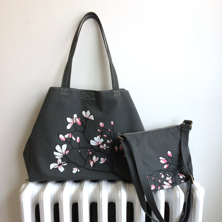 Grey Shoulder Bag with Magnolia