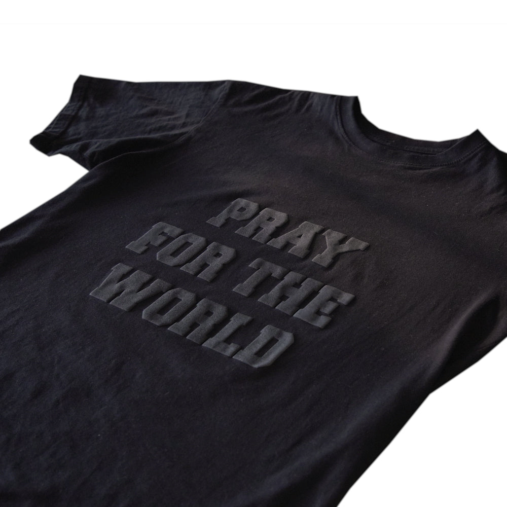 "CRIMES ""PRAY FOR THE WORLD"" Monochrome Puff Tee"