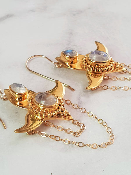 Moon Lotus Earrings - Moonstone - Gold