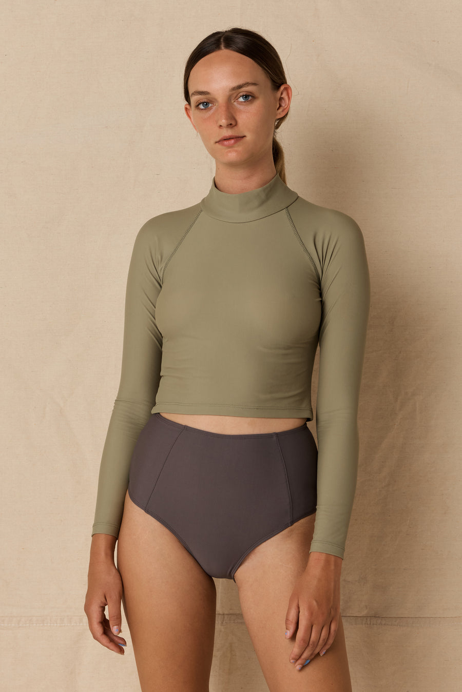 Aire Turtle Neck Olive