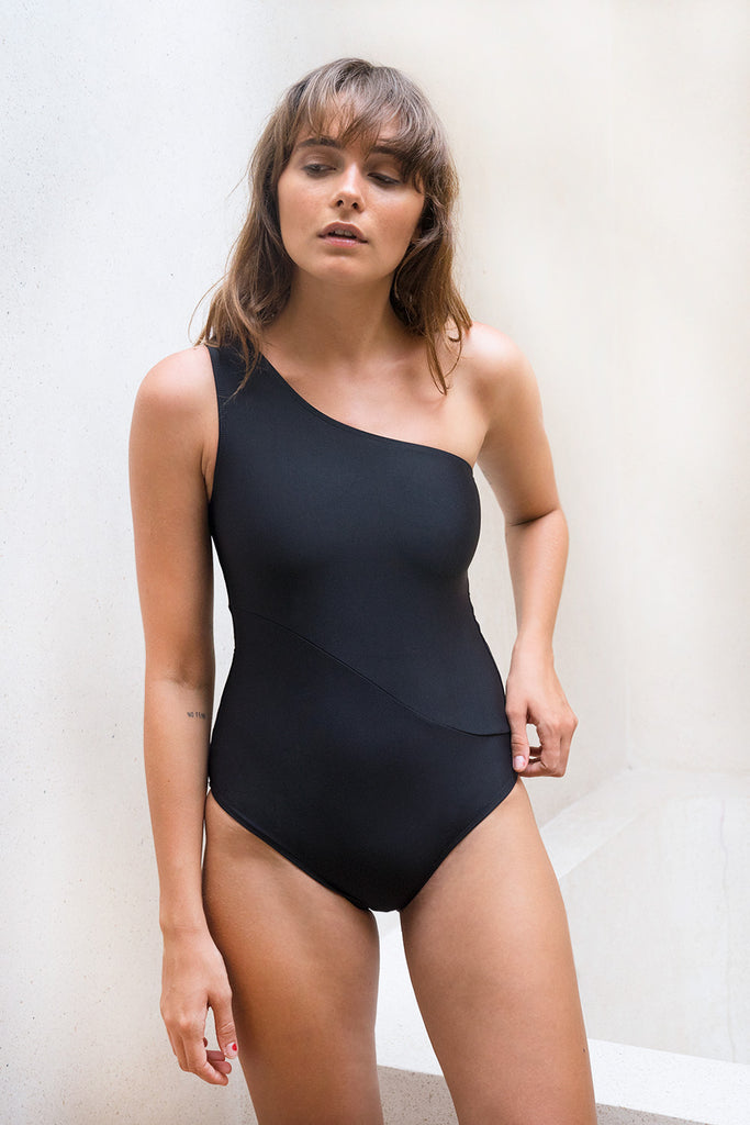 Wave One Piece Black