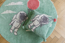 FAV 13 - Cushion Astronaut with balloon