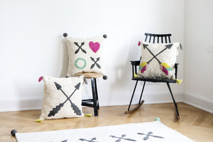 FAV 22 - Cushion XOXO colorful arrows