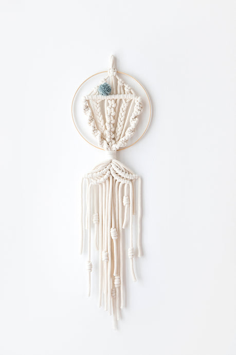 Macrame dream catcher fish, small mint