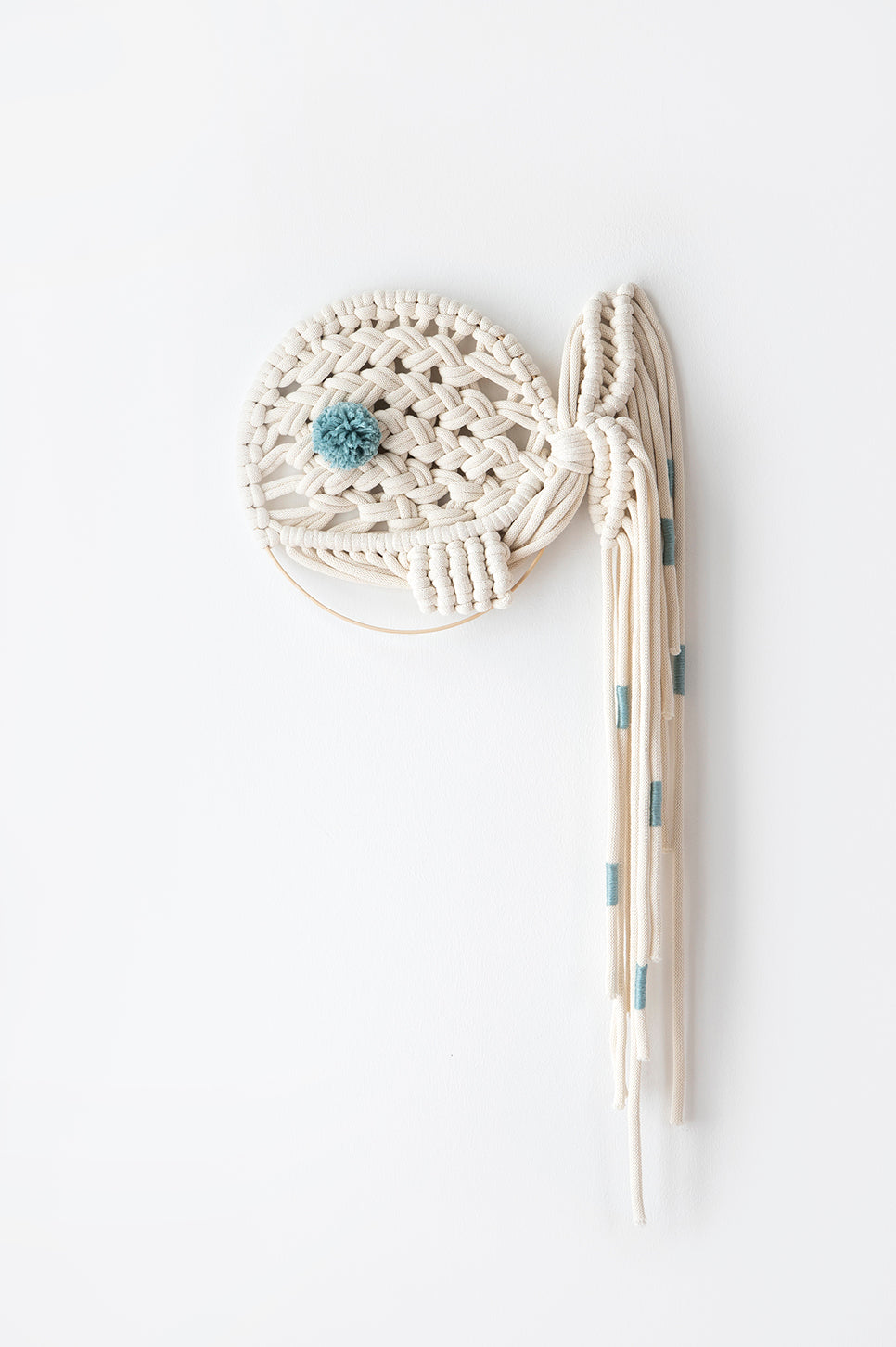 Macrame dream catcher whale, small mint