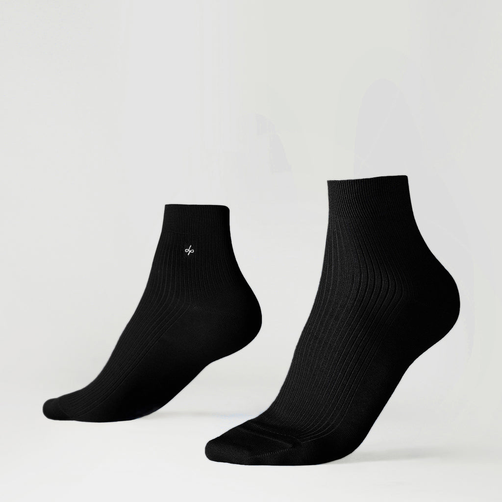 Dueple's Ankle black star Colored Left Sock