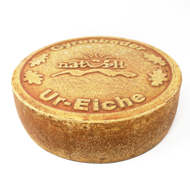 Ur-Eiche Cheese Switzerland - Cured and Cultivated