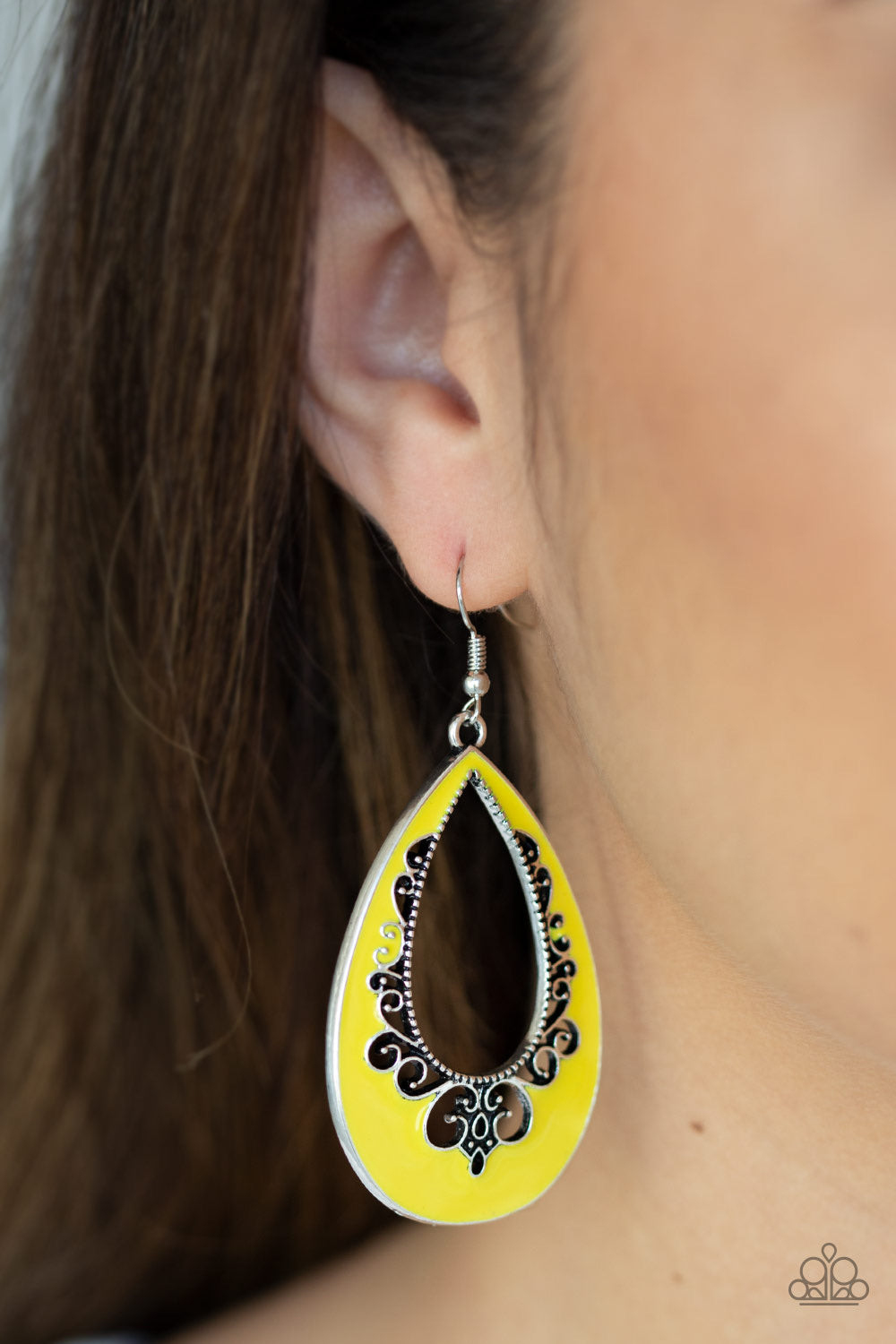 Paparazzi Jewelry Earrings Compliments To The CHIC - Yellow